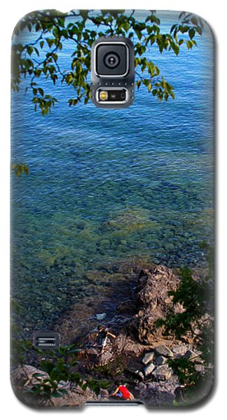 Boys Playing On Shore Rocks Galaxy S5 Case
