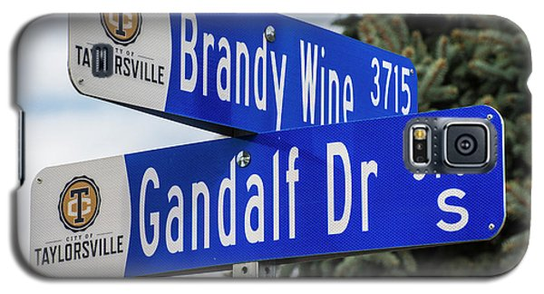 Galaxy S5 Case featuring the photograph Brandywine And Gandalf Street Signs by Gary Whitton