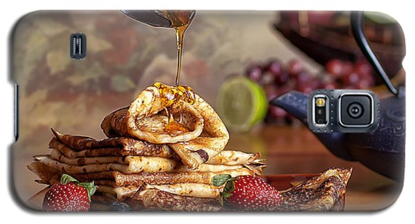 Galaxy S5 Case featuring the photograph Breakfast by Anna Rumiantseva