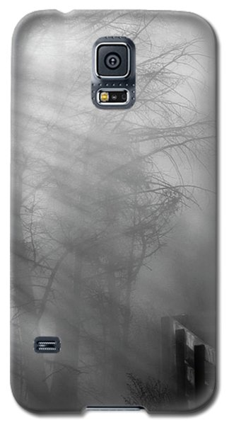Galaxy S5 Case featuring the photograph Breaking Through by Tom Vaughan