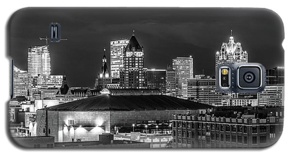Galaxy S5 Case featuring the photograph Brew City At Night by Randy Scherkenbach
