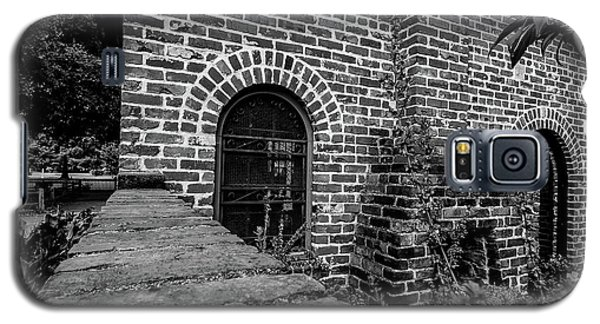 Brick Courtyard In Black And White Galaxy S5 Case