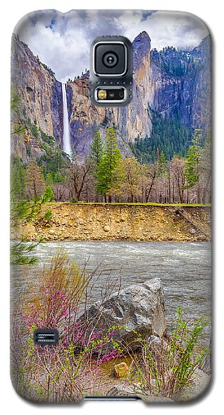 Galaxy S5 Case featuring the photograph Bridalveil Fall  by Scott McGuire