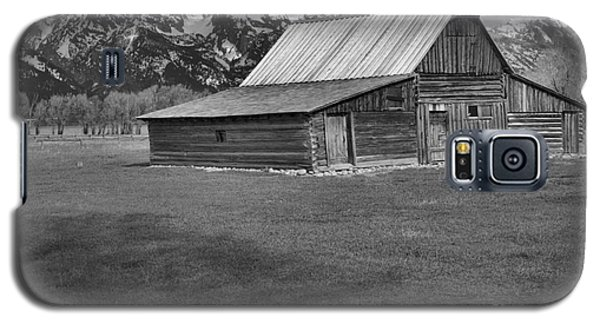Bridge To The Barn Black And White Galaxy S5 Case by Adam Jewell
