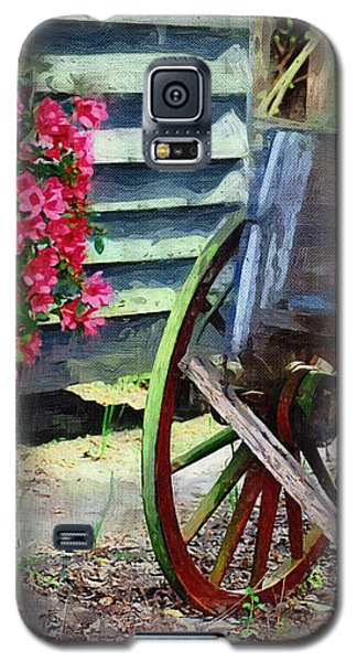 Galaxy S5 Case featuring the photograph Broken Wagon by Donna Bentley
