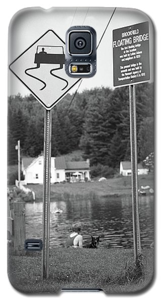 Galaxy S5 Case featuring the photograph Brookfield, Vt - Floating Bridge 2 Bw by Frank Romeo