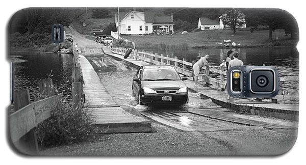 Galaxy S5 Case featuring the photograph Brookfield, Vt - Floating Bridge 3 Bw by Frank Romeo