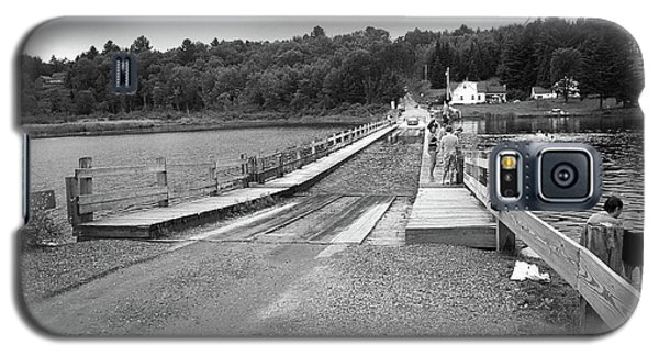 Galaxy S5 Case featuring the photograph Brookfield, Vt - Floating Bridge 5 Bw by Frank Romeo