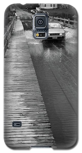 Galaxy S5 Case featuring the photograph Brookfield, Vt - Floating Bridge Bw by Frank Romeo