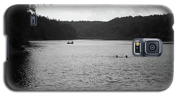 Galaxy S5 Case featuring the photograph Brookfield, Vt - Swimming Hole Bw 2 by Frank Romeo