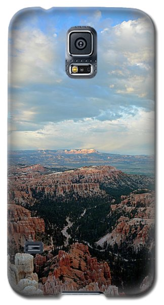 Galaxy S5 Case featuring the photograph Bryce Canyon Skyview by Bruce Gourley