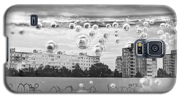 Bubbles And The City Galaxy S5 Case by John Williams