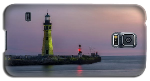 Galaxy S5 Case featuring the photograph Buffalo Main Light by Mark Papke