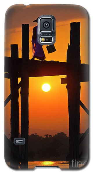 Galaxy S5 Case featuring the photograph Burma_d807 by Craig Lovell