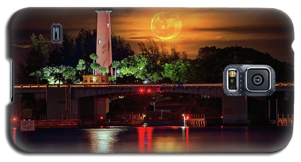 Burning Moon Rising Over Jupiter Lighthouse Galaxy S5 Case by Justin Kelefas
