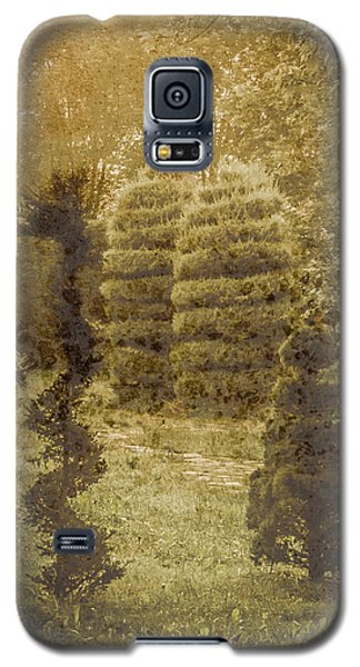 Galaxy S5 Case featuring the photograph Bursa, Turkey - Topiary by Mark Forte
