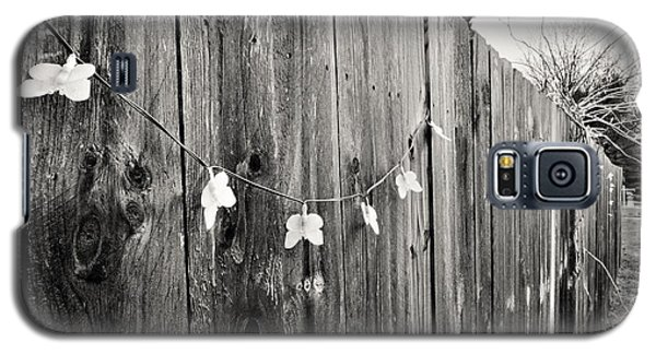 Butterflies On A Rustic Fence Galaxy S5 Case