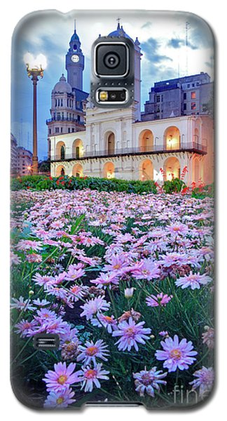Galaxy S5 Case featuring the photograph Cabildo De Buenos Aires by Bernardo Galmarini