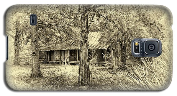 Galaxy S5 Case featuring the photograph Cabin In The Woods by Louis Ferreira