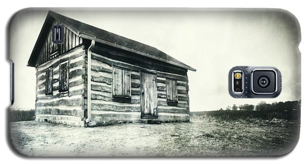 Galaxy S5 Case featuring the photograph Cabin Near Paradise Springs - Kettle Moraine State Forest by Jennifer Rondinelli Reilly - Fine Art Photography