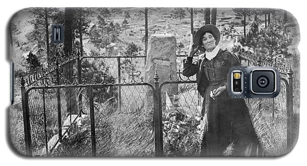 Galaxy S5 Case featuring the photograph Calamity Jane At Wild Bill Hickok's Grave 1903 by Daniel Hagerman