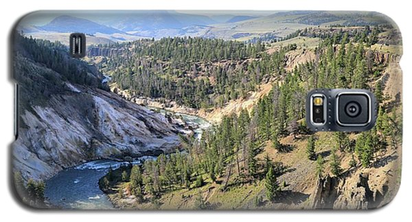 Calcite Springs Along The Bank Of The Yellowstone River Galaxy S5 Case