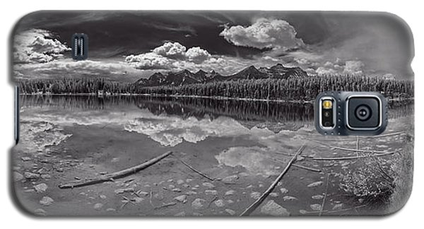 Galaxy S5 Case featuring the photograph Canadian Beauty 1 by Thomas Born