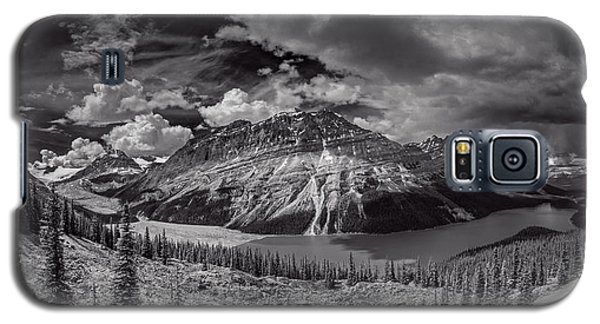 Galaxy S5 Case featuring the photograph Canadian Beauty 4 by Thomas Born