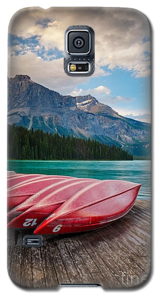 Canoes At Emerald Lake In Yoho National Park Galaxy S5 Case