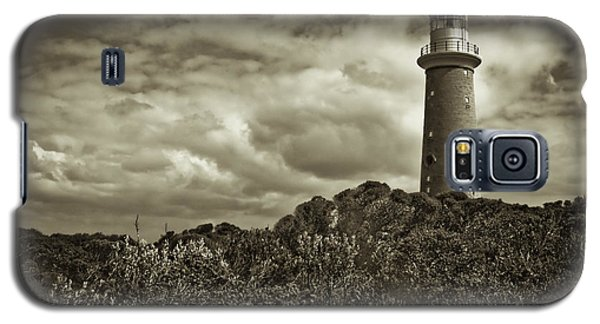 Galaxy S5 Case featuring the photograph Cape Du Couedic by Tom Vaughan