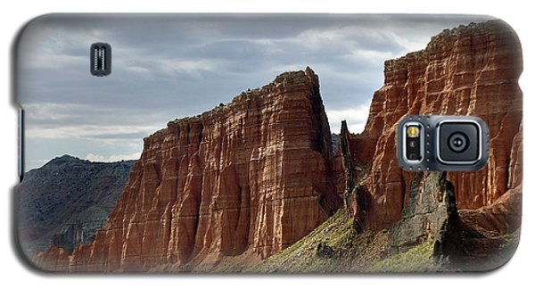 Capital Reef-cathedral Valley 9 Galaxy S5 Case by Jeff Brunton