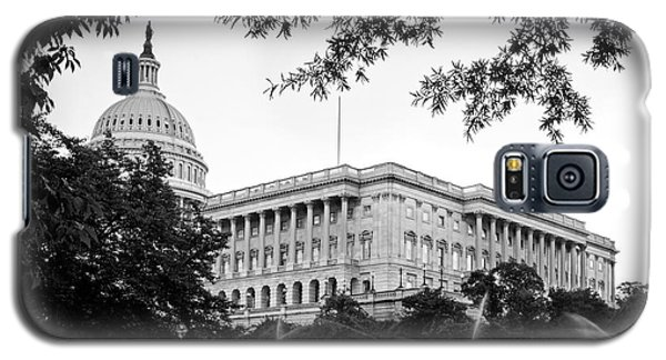 Galaxy S5 Case featuring the photograph Capitol Lawn In Black And White by Greg Mimbs