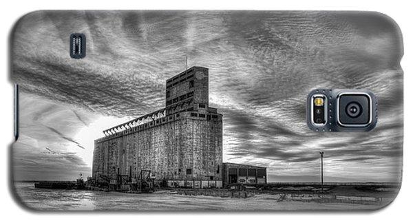 Cargill Sunset In B/w Galaxy S5 Case
