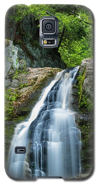 Galaxy S5 Case featuring the photograph Cascade Falls In South Portland In Maine by Ranjay Mitra
