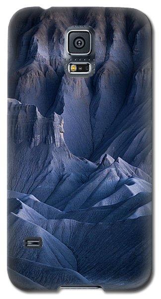 Galaxy S5 Case featuring the photograph Castle Blue by Dustin LeFevre