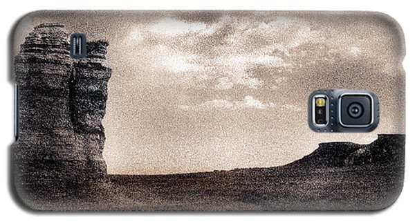 Galaxy S5 Case featuring the photograph Castles Of Wonder Revisited by Thomas Bomstad