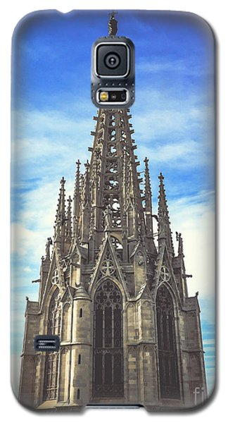 Galaxy S5 Case featuring the photograph Catedral De Barcelona by Colleen Kammerer