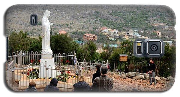 Catholic Pilgrim Worshipers Pray To Virgin Mary Medjugorje Bosnia Herzegovina Galaxy S5 Case