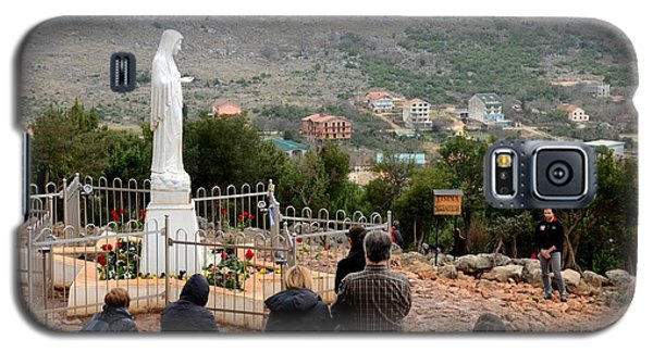 Catholic Pilgrim Worshipers Pray To Virgin Mary Medjugorje Bosnia Herzegovina Galaxy S5 Case