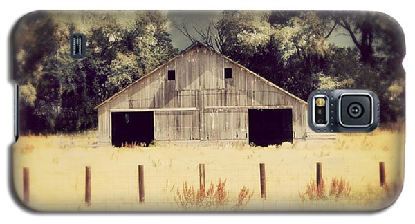 Galaxy S5 Case featuring the photograph Hwy 3 Barn by Julie Hamilton