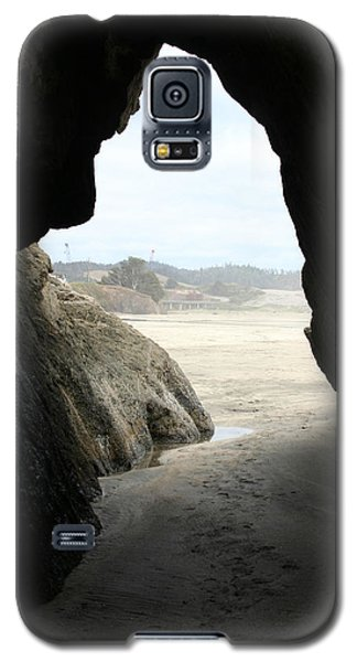 Galaxy S5 Case featuring the photograph Cave Dweller by Holly Ethan