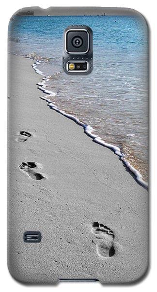 Cayman Footprints Color Splash Black And White Galaxy S5 Case by Shawn O'Brien