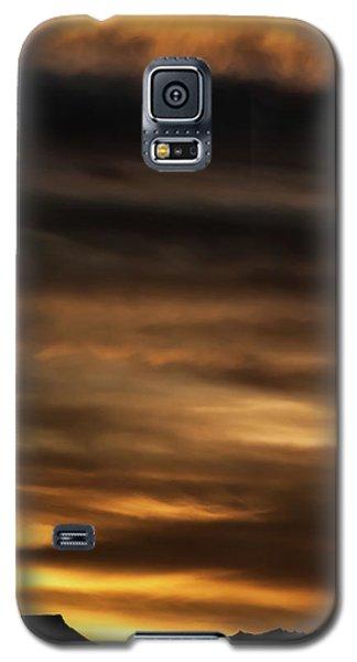 Galaxy S5 Case featuring the photograph Cerro Pedernal by Britt Runyon