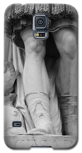 Galaxy S5 Case featuring the photograph Paris Cesar Statue by Heidi Hermes