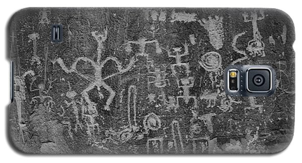 Galaxy S5 Case featuring the photograph Chaco Canyon Petroglyphs Black And White by Adam Jewell