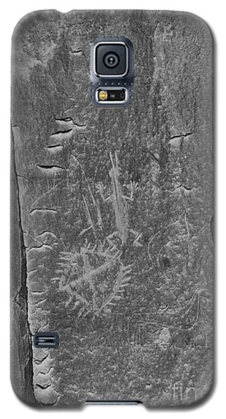 Galaxy S5 Case featuring the photograph Chaco Petroglyph Figures Black And White by Adam Jewell