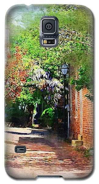 Galaxy S5 Case featuring the photograph Charlestons Alley by Donna Bentley