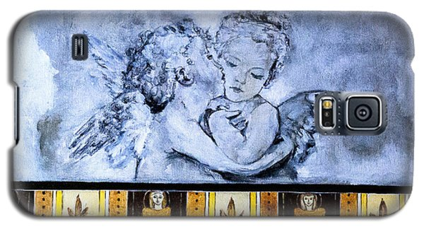 Galaxy S5 Case featuring the photograph Cherub Friendship by Marion McCristall