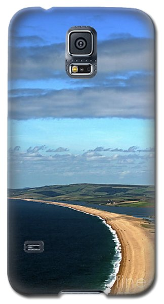 Galaxy S5 Case featuring the photograph Chesil Beach by Baggieoldboy