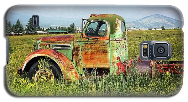 Galaxy S5 Case featuring the mixed media Chevy In A Field by Terry Rowe